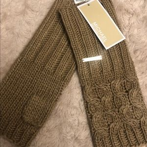 NWT Michael Kors cable knit fingerless gloves